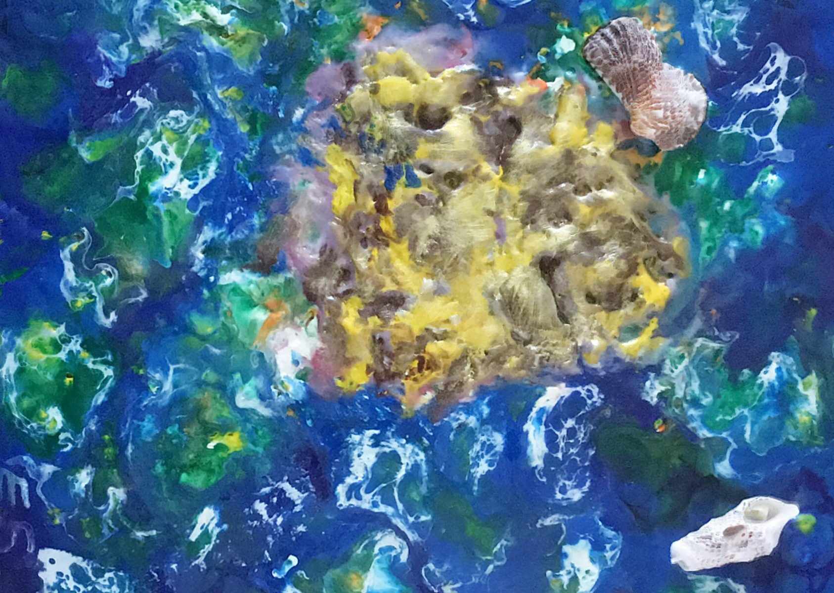 Goldinsel/The Golden Isle; Encaustic, saeta and shellac technique, real mussels; on wood, MDF (medium density fiberboard), 20x20